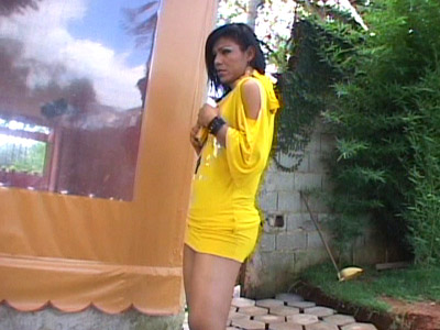Tranny Outdoor striptease